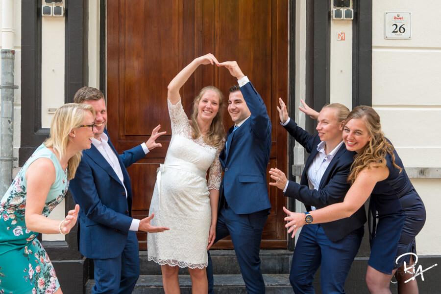 spontane groepsfoto bruidsfotograaf eindhoven