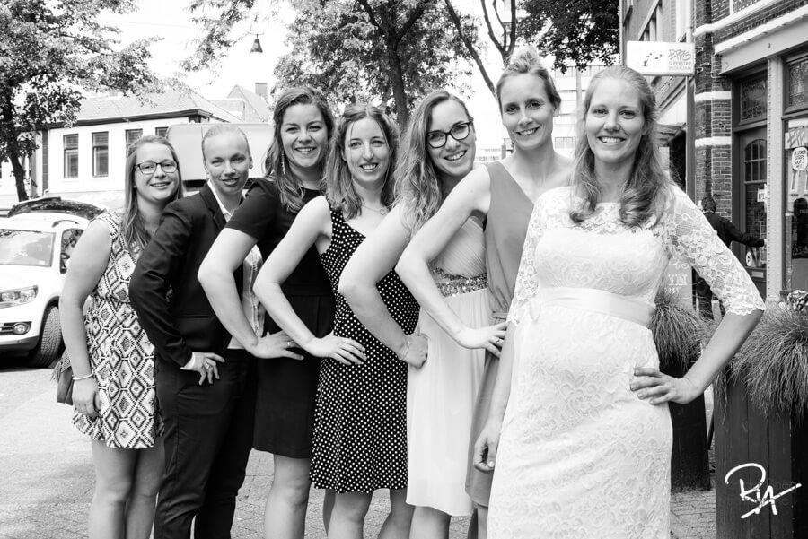 stoere groepsfoto bruidsfotograaf waalre