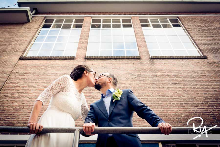 goede bruidsfotograaf eindhoven stad buiten trouwfoto
