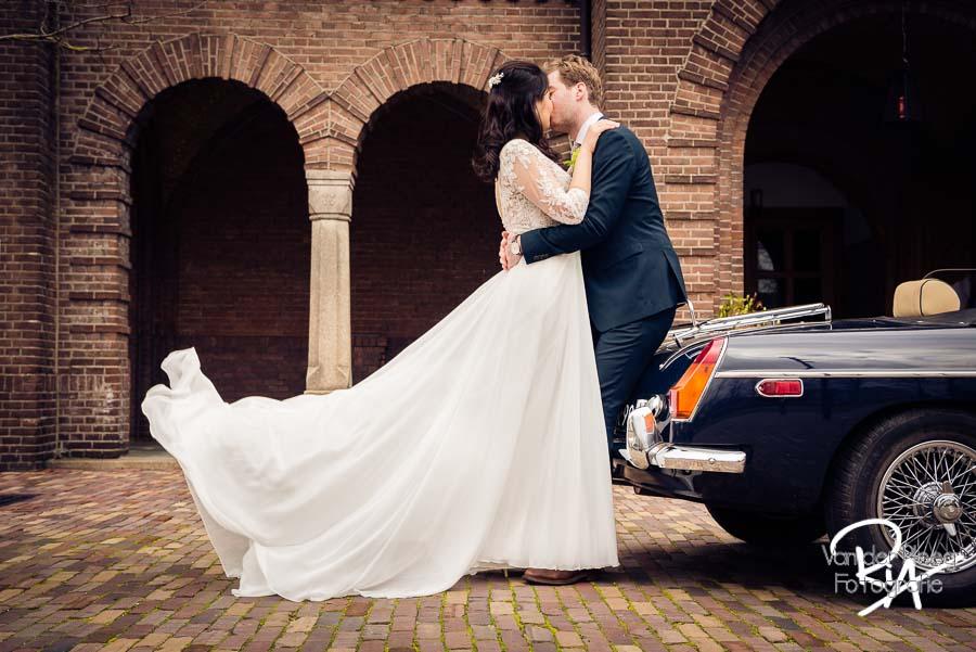 Bruidsfotografie Waalre Willibrordus kerk Oldtimer