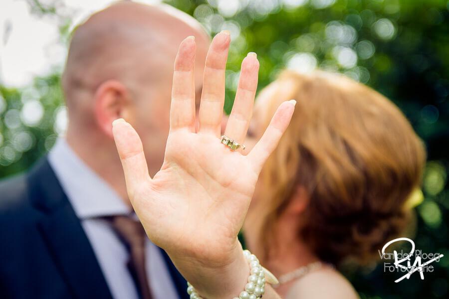 Bruidsfotograaf Eindhoven trouwring bruidsfotograaf fotograaf huwelijk