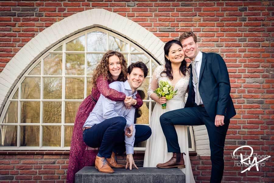 Groepsfoto huwelijk bruidspaar Valkenswaard bruidsfotograaf