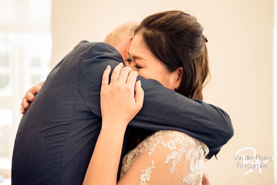 Ontroering vader bruidspaar bruidsfotograaf regio Eindhoven