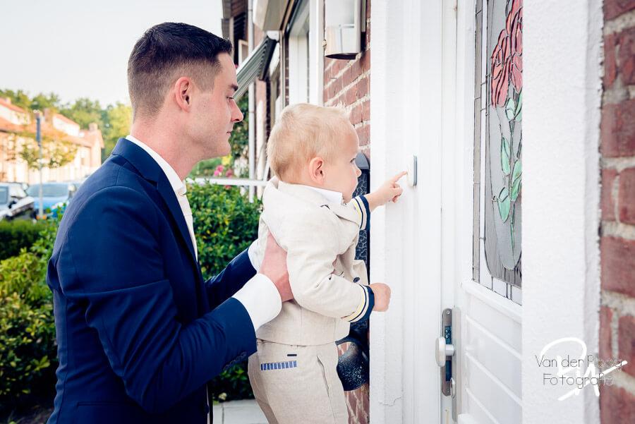 Firstlook aanbellen zoon trouwfotograaf Waalre