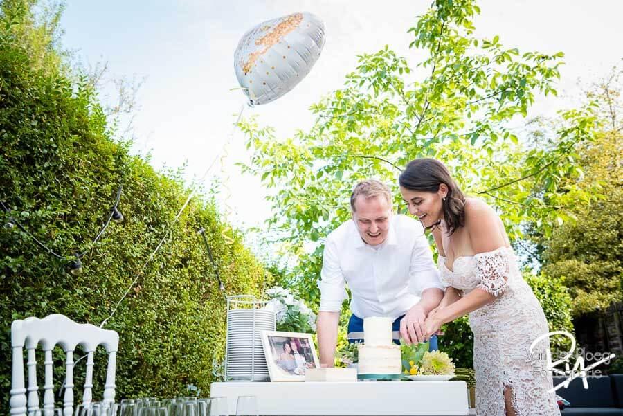 Fotograaf huwelijk omgeving Eindhoven aansnijden bruidstaart