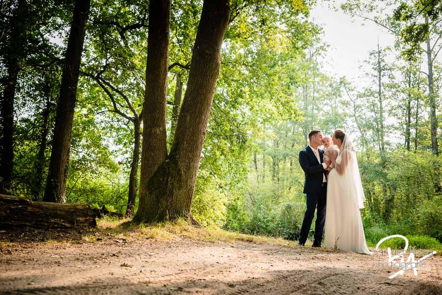 Malpie fotosessie bruiloft bruidspaar zoontje