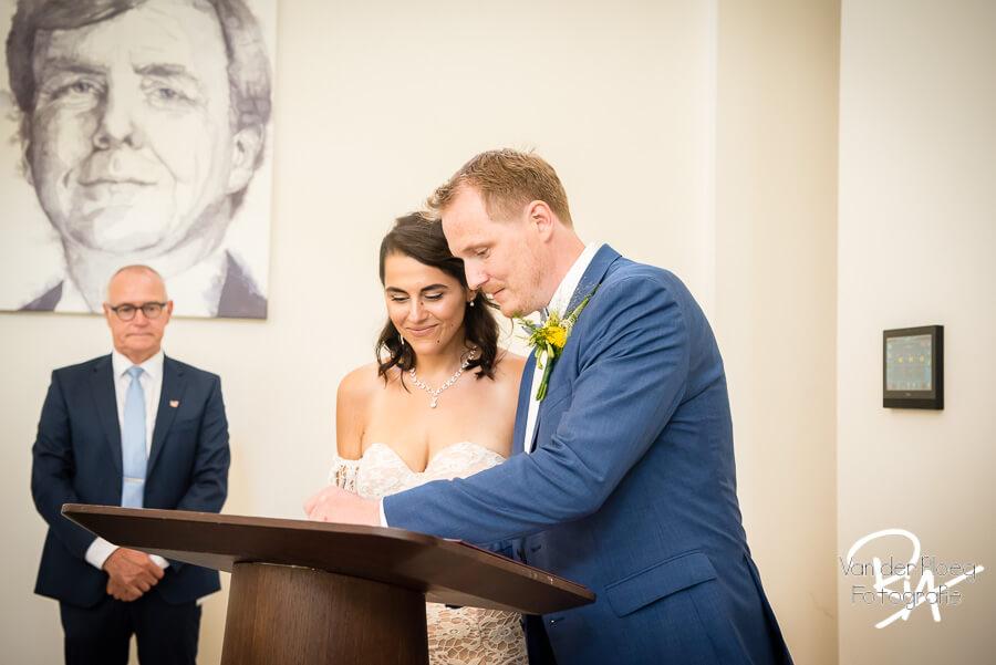 Trouwceremonie gemeentehuis Waalre ondertekening trouwakte