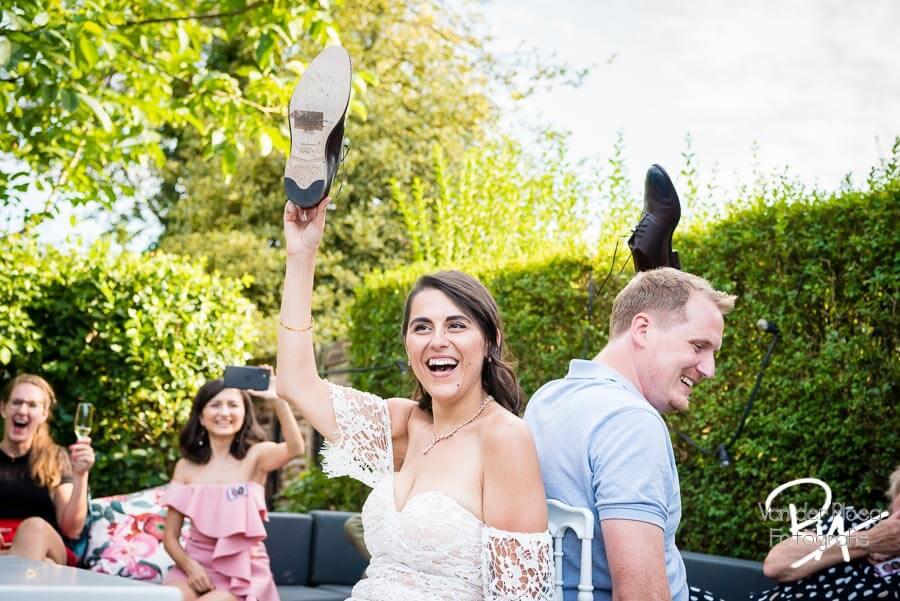 Trouwschoenen spel bruidspaar fotografie bruiloft Aalst