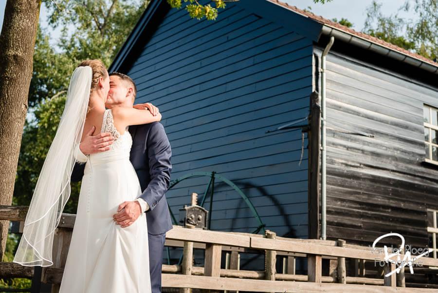 Venbergse watermolen bruidsfotografie bruidspaar