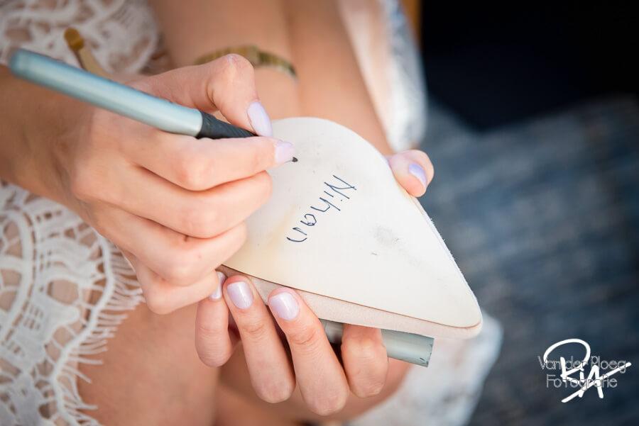 naam single vriendinnen op trouwschoen trouwfotograaf Eindhoven