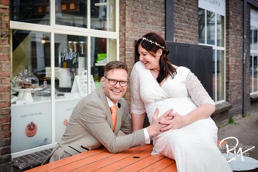Fotografie bruidspaar Nuenen trouwfotograaf zwangere bruid