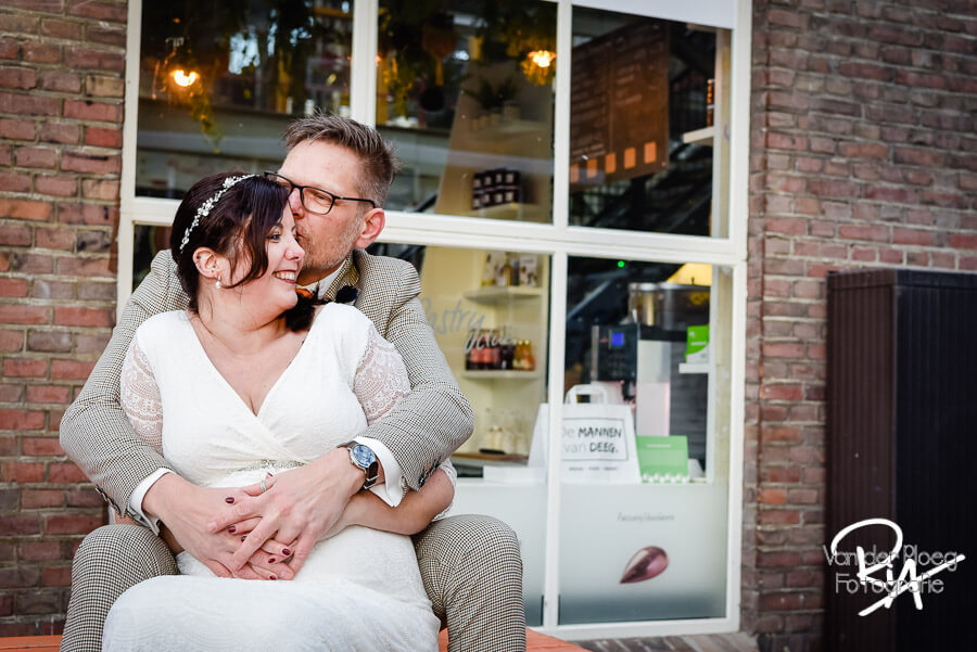 Fotografie bruidspaar trouwfotograaf zwangere bruid Nuenen