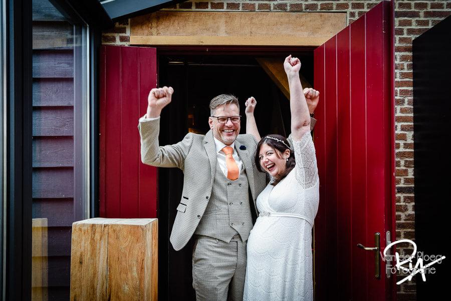 Net getrouwd fotografie bruidspaar Opwettense watermolen Nuenen
