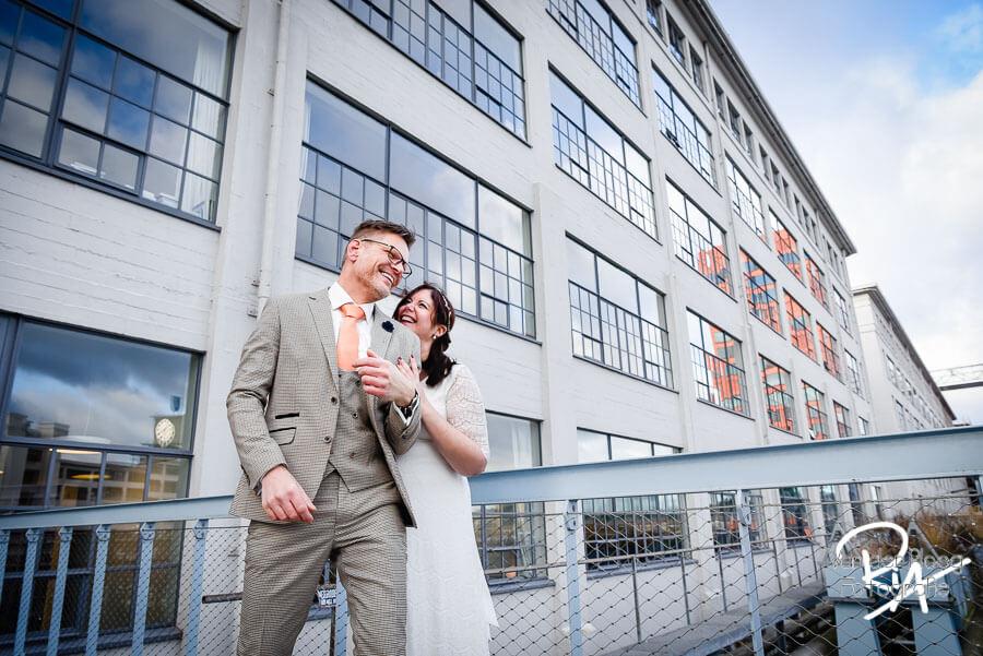 Trouwfotograaf Nuenen fotografie huwelijk bruidspaar industrieel