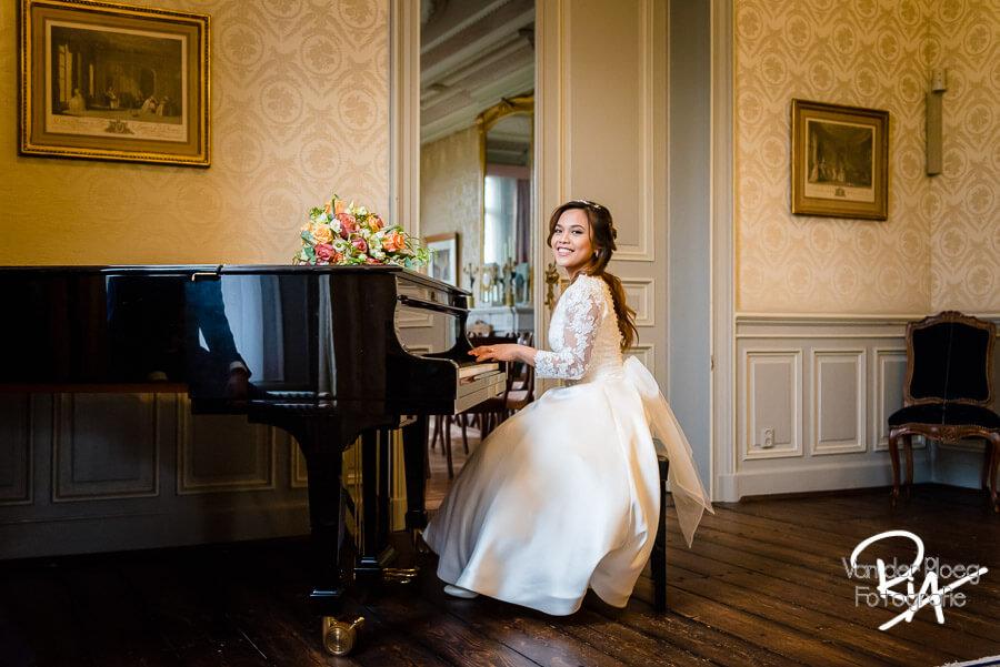Bruidsfotografie Kasteel Geldrop piano bruid