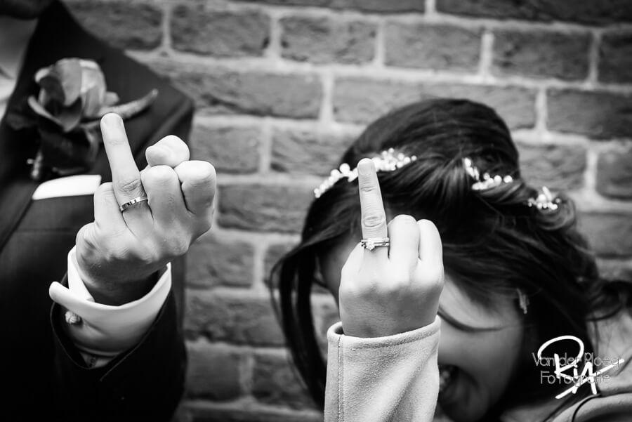 Plezier spontaan fotosessie ringen trouwfotograaf Eindhoven
