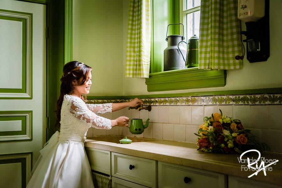 Kasteel Geldrop bruidsfotografie bruid oude keuken