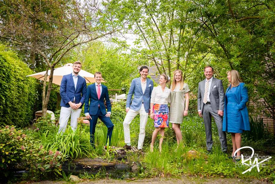 Groepsfoto familie buiten fotograaf Eindhoven