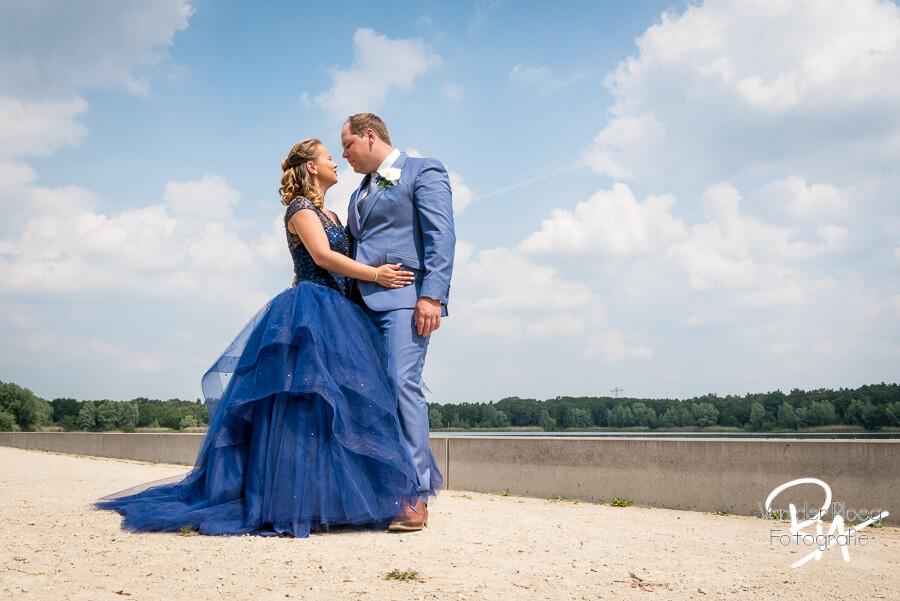 Gat van Waalre bruidspaar bruidsfotografie