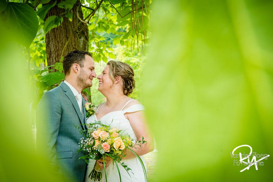 Trouwfotograaf Oirschot bruidspaar natuur