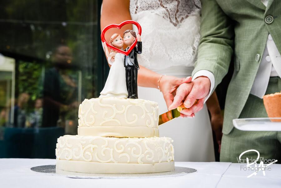 trouwfotograaf Tilburg trouwreportage aansnijden bruidstaart