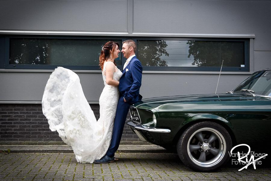 Fotograaf bruiloft bruidspaar ford mustang